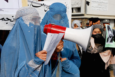 women_demonstrating_against_war_crimes