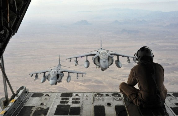 rcraft-Wing-sits-on-the-back-of-a-KC-130J-Hercules-to-capture-imagery-of-AV-8B-Harriers-flying-over-mountains-in-Helmand-province-on-December-6-2012-960x632