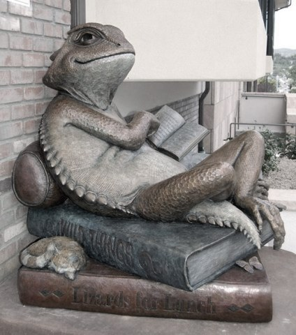 library-lizard-horned-toad-horned-lizard-bronze-sculpture-art-prescott-arizona-book-cat-public-monument-reading-e1389296539124